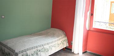 Chambre verte lit d'appoint