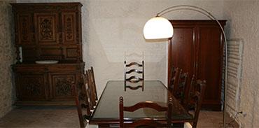 Cuisine - table vaissellier et placard