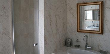 Salle de bains - lavabo et douche