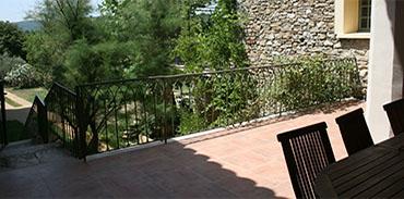 Terrasse vue sur le viel escalier de pierre