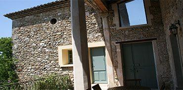 Terrasse les deux colonnes de pierre